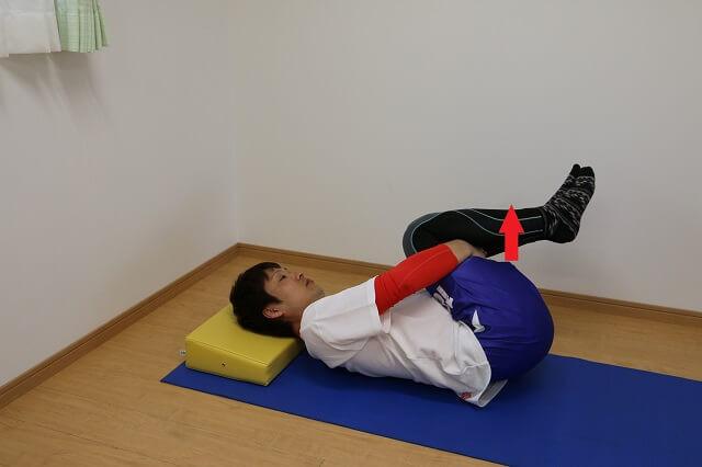 寝起き腰痛の対処法ストレッチ①