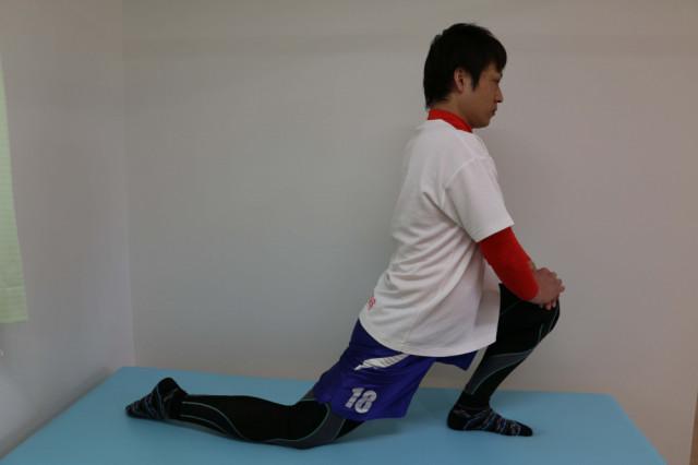 股関節前面の(トリガーポイント)ツボ押しとストレッチ