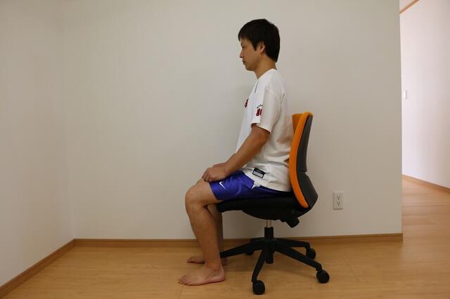 理想的な椅子の座り方