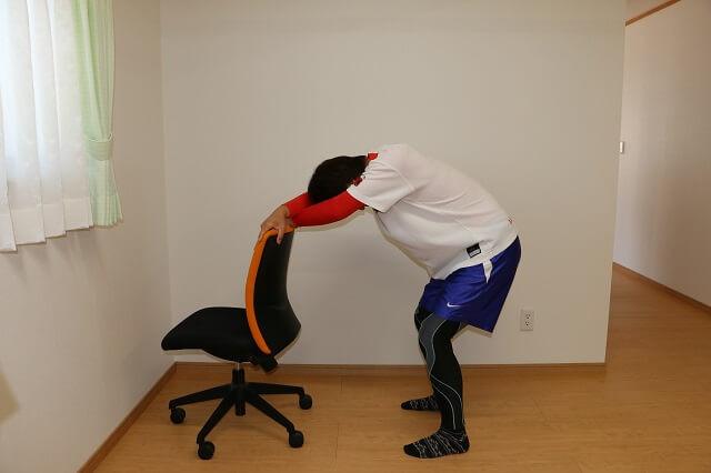 背中と腕のストレッチ