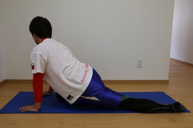 股関節を伸ばすストレッチ