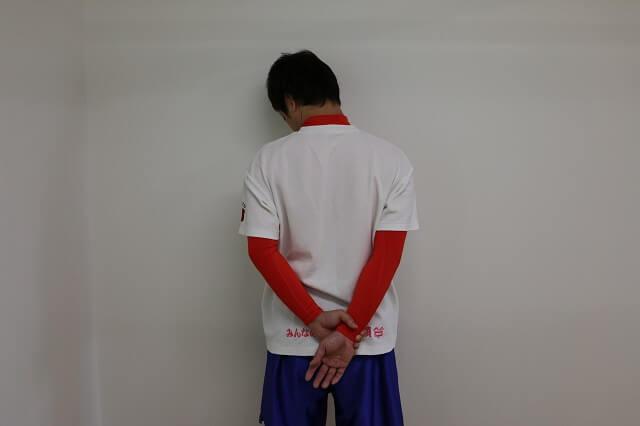 肩甲挙筋を伸ばす